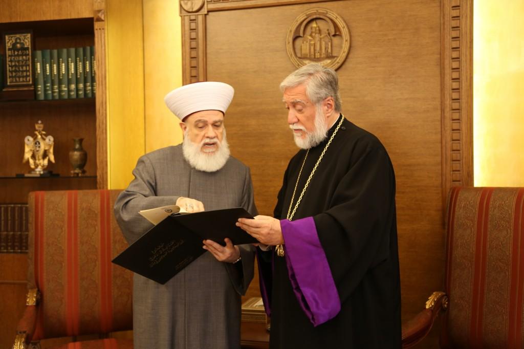http://www.armenianorthodoxchurch.org/wp-content/uploads/2014/05/4-1024x682.jpg